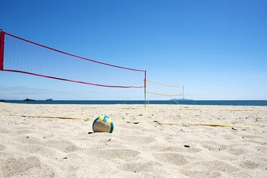 Beach Volleyball | Family Beach Games